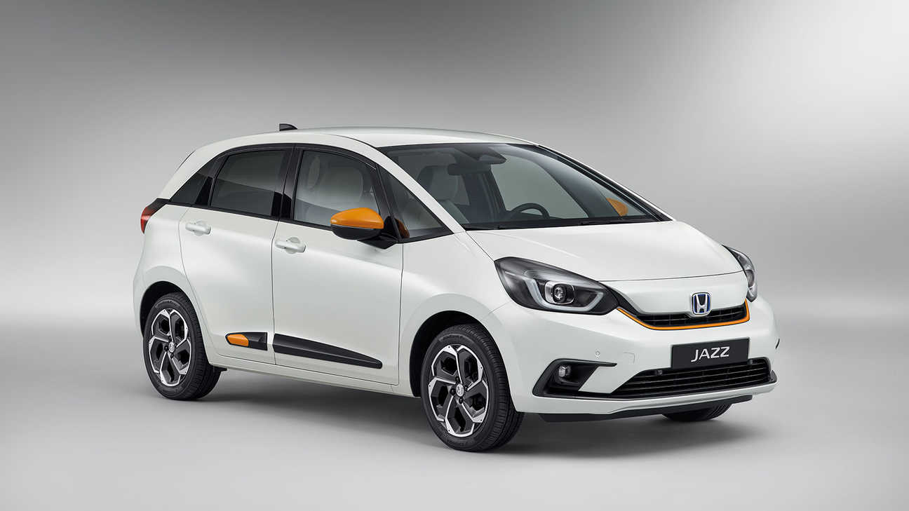 Honda Jazz Hybrid Blanc Taffta en studio avec pack Fun Orange Toscane ou Blanc Piano.