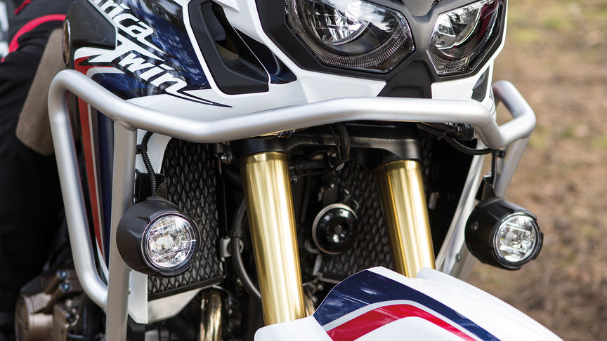 Le kit de protection de carénage sur la moto Africa Twin