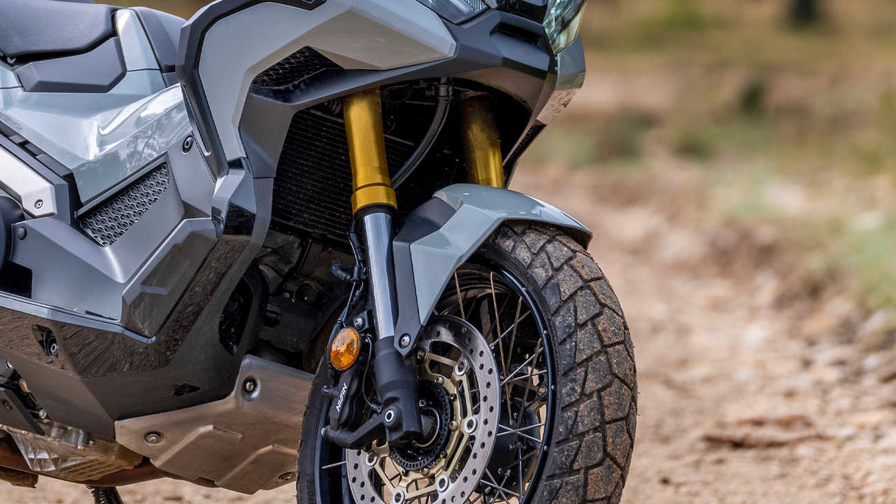 X-ADV, suspension à grand débattement